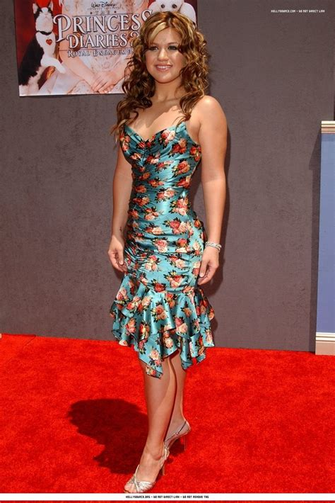 Kelly Clarkson Height and Weight Stats - PK Baseline- How