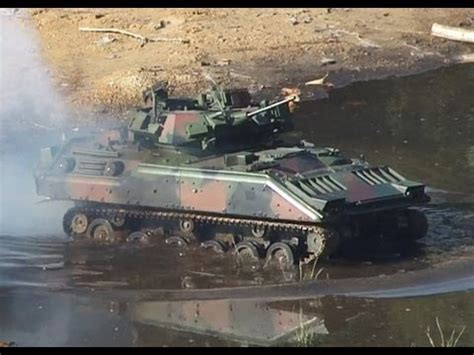 Bradley M2A3 RC scale model at Best 2013 - YouTube
